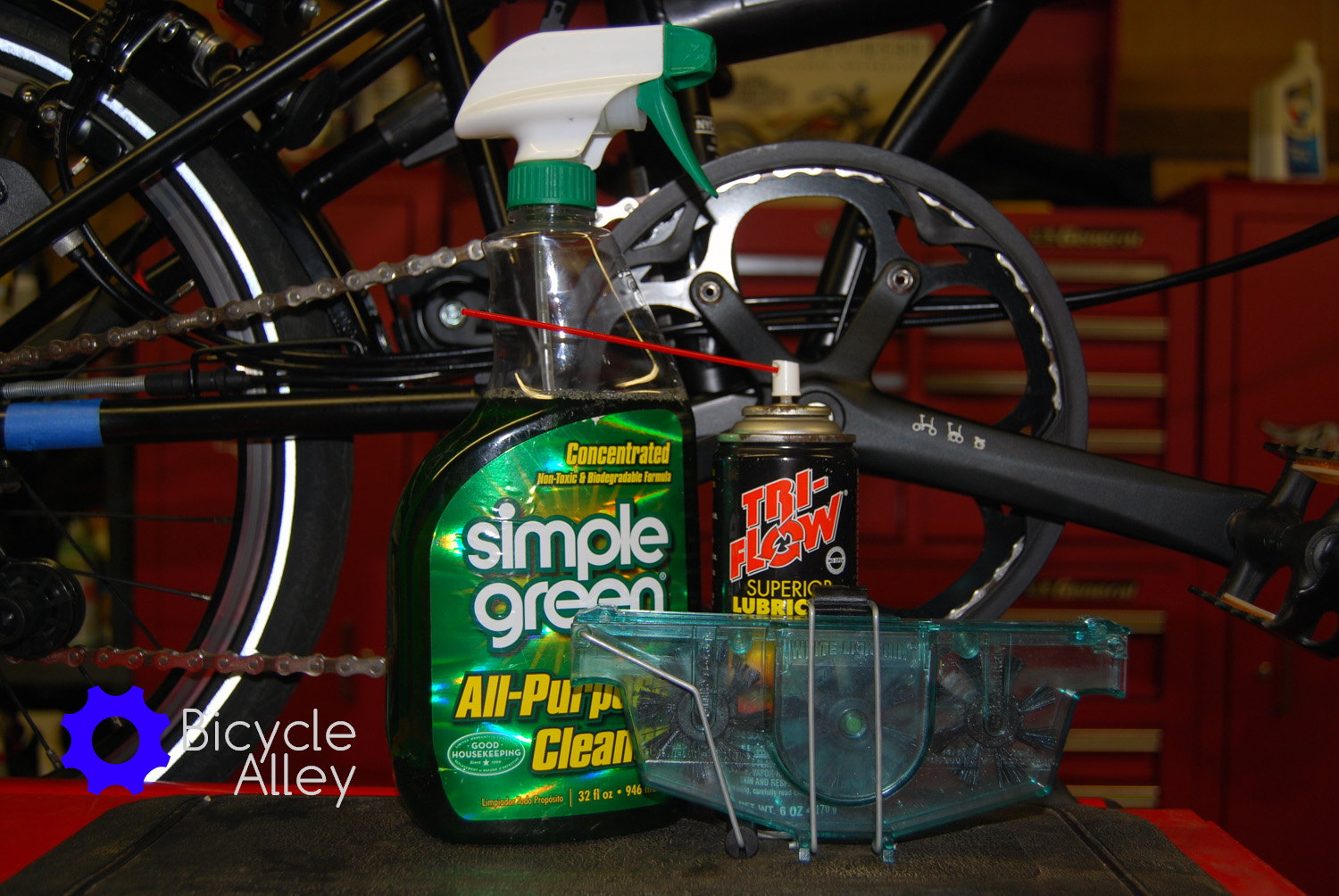 Lubricant for a bicycle. Bicycle care: cleaning and lubrication