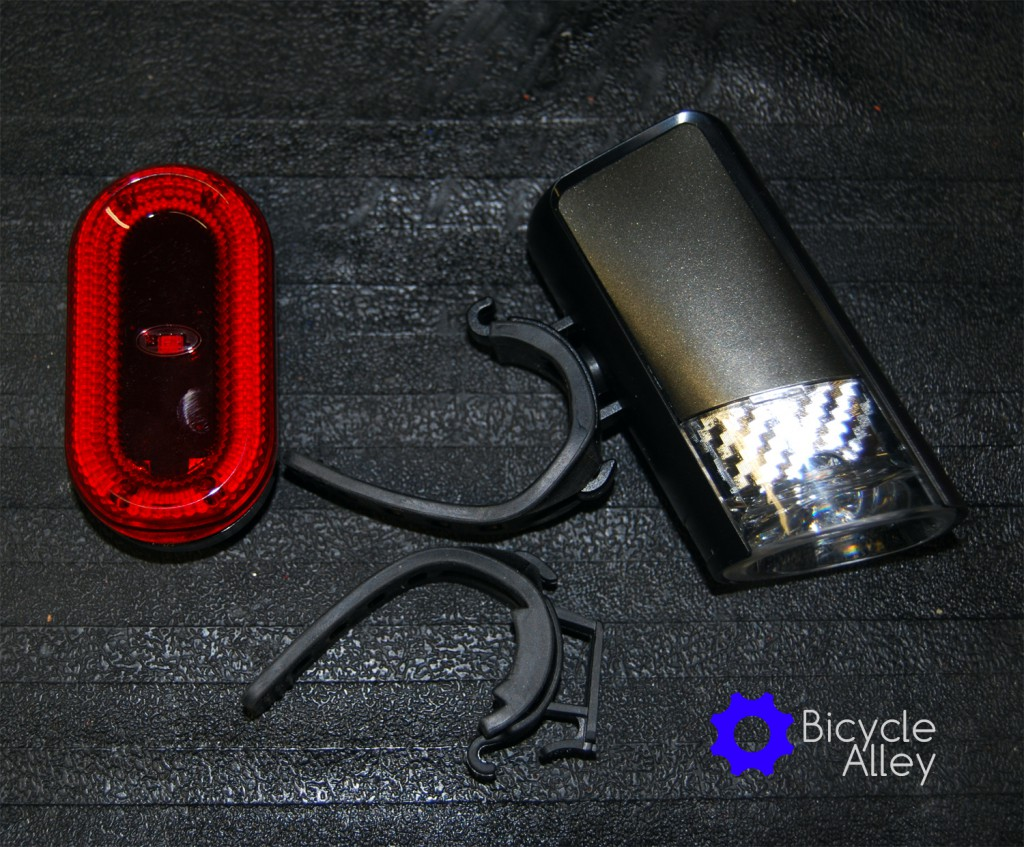All contents in the Bell Lumina Premium Bicycle Light Set. Includes a tail light, head light and silicon straps for both lights.